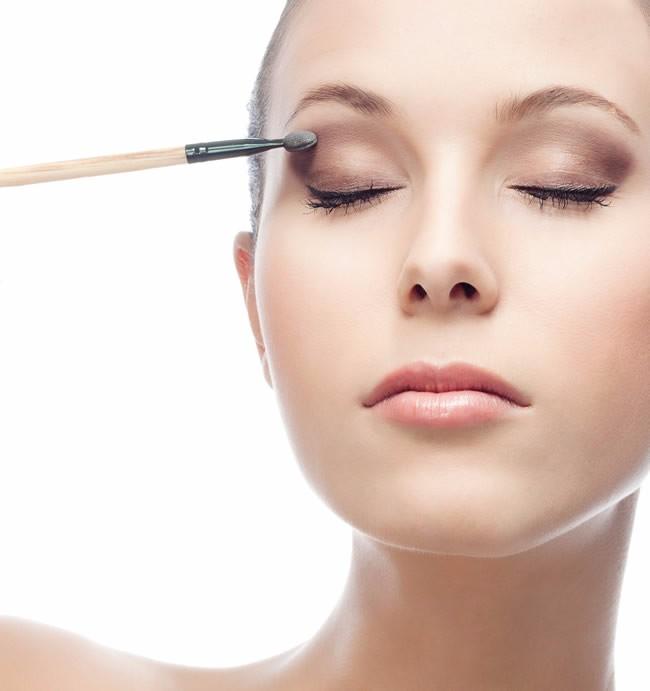 正规化妆哪里好物有所值 高品质学美容美发学校重磅优惠来袭 纹绣半永久