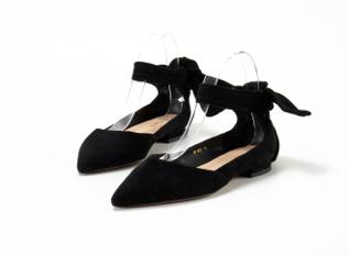 漆皮女鞋 广东广州盛行泰西女鞋辨别专业定制 优质高跟羊皮女鞋联络方法效劳商