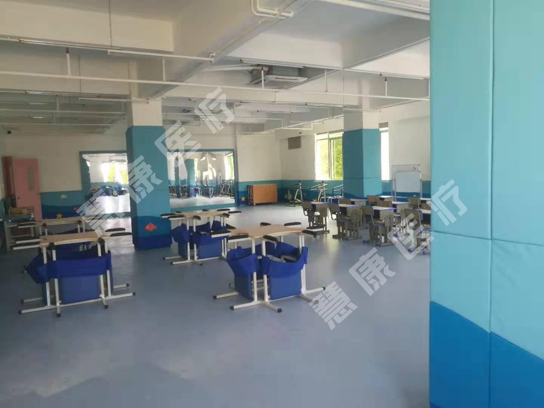 律动教室生产厂家_教室课桌椅设计相关-深圳慧康医疗康复设备有限公司