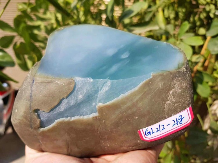 大马坎翡翠原石 哪里有翡翠定制 瑞丽市绿林贸易有限公司