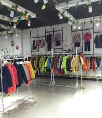 库存童装扣头货源走份零售-巴拉巴拉品牌童装拿货进货途径-广州市中琰衣饰无限公司