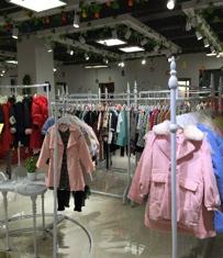 巴拉巴拉品牌童装拿货_童装尾货库存销售_广州市中琰服饰有限公司