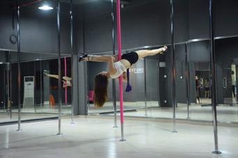 欧美旋转钢管舞培训加盟-现代TB秀瘦身-广州星秀舞蹈艺术有限公司